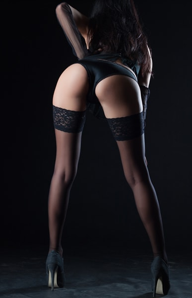 A sexy hotel massage therapist in London